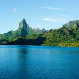Ocean and mountains in French Polynesia